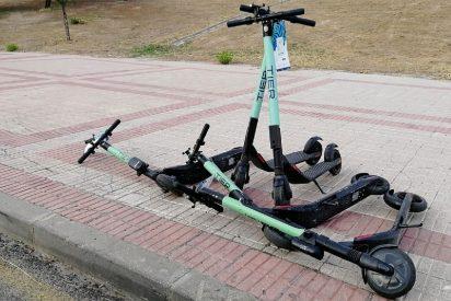 Tráfico en Madrid: multarán a bicicletas, motos y patinetes 'sharing' aparcados en la acera