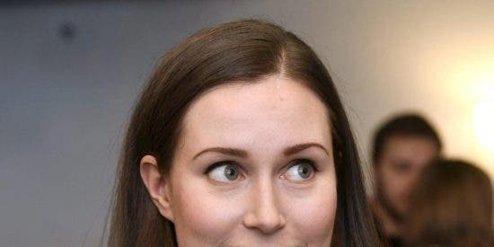 El escote de Sanna Marin, primera ministra de Finlandia, revoluciona la Red