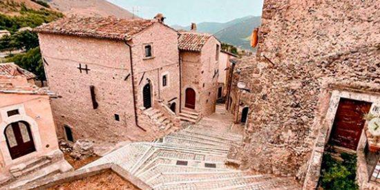 Italia: Un pueblo medieval paga 8.000 euros por residir en él