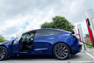 Tesla inaugura el primer Supercharger V3 de España