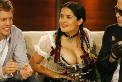 Cuando Salma Hayek casi revienta con sus pechos un traje típico alemán en frente de Sebastian Vettel