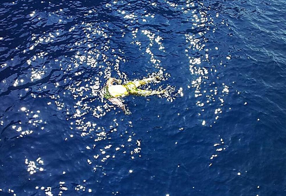 Hallan dos cadáveres flotando en el litoral de Murcia