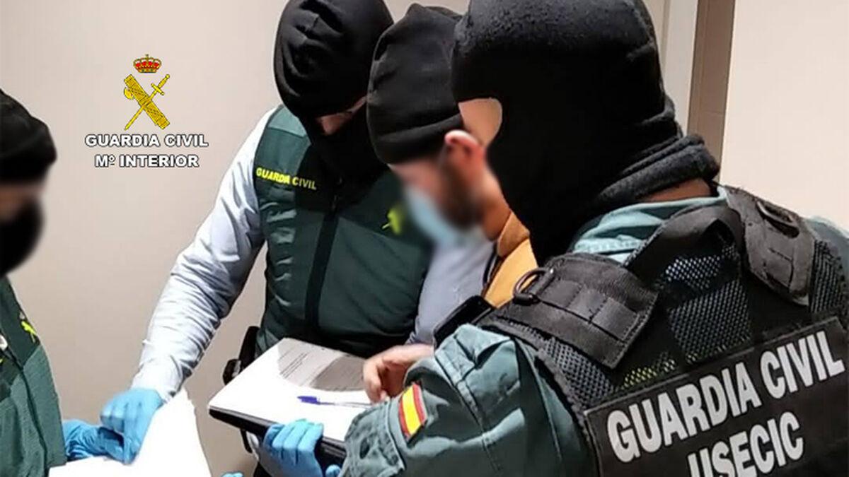 La Guardia Civil atrapa a un yihadista en Madrid con manuales para crear explosivos