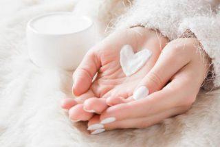 Usar crema de manos en la cara