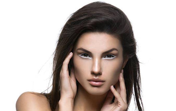 Graphic eyeliner looks