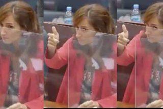No lo verás en laSexta: una diputada de 'Más Madrid' simula disparar a Fernández-Lasquetty (PP) en la Asamblea