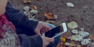 ¿Sabes cuánto tiempo puede sobrevivir la Covid-19 en la pantalla de tu móvil?