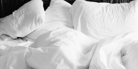 Guarros sin fronteras: uno de cada tres británicos lava las sábanas una sola vez al año