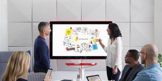 Samsung saca tajada de las clases online: amplía sus pizarras digitales con un modelo 4K de 85 pulgadas