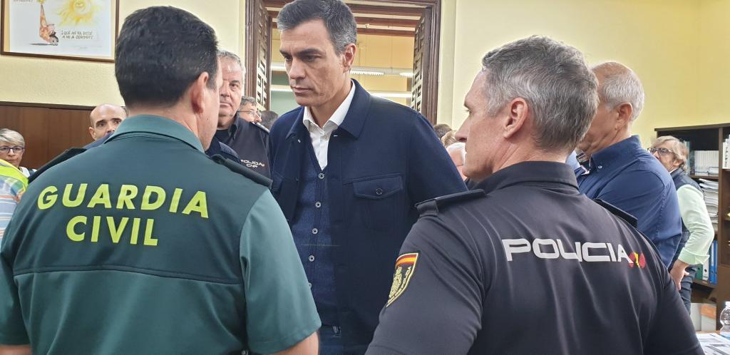 Nueva traición de Sánchez a Ejército, Guardia Civil y Policía