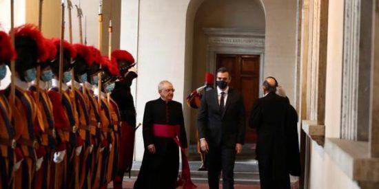 Filtran la vergonzosa carta de Pedro Sánchez al Papa que estremece al Vaticano por su falsedad