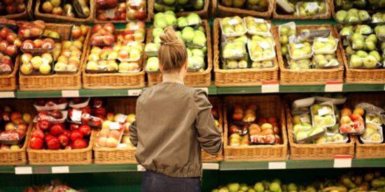 Las cadenas que más han subido sus precios durante la pandemia sonEroski, Supersol y Mercadona, según alerta la OCU