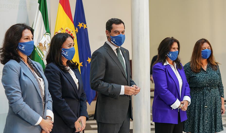 Juanma Moreno destaca el talento y espíritu emprendedor de las mujeres andaluzas