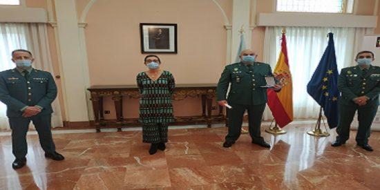 La Subdelegada del Gobierno, entrega medalla al subteniente de la Guardia Civil de tráfico de Pontevedra; José Luis Crespo Crespo.