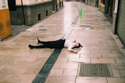 La foto de la camarera 'muerta' por Covid, en la ruta de las tapas de Granada, revienta las redes sociales