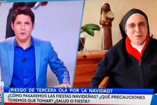 Cintora deja 'las cosas claras': lametones de Caram a Sánchez y críticas al alumbrado navideño de Almeida
