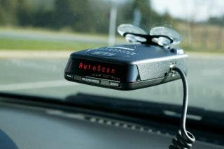 DGT: 200 euros de multa y tres puntos por llevar un artefacto para detectar radares