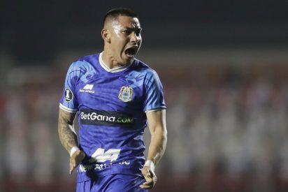 Repudio en redes al sucio gesto de un futbolista peruano hacia su compañero que rezaba tras marcar un gol