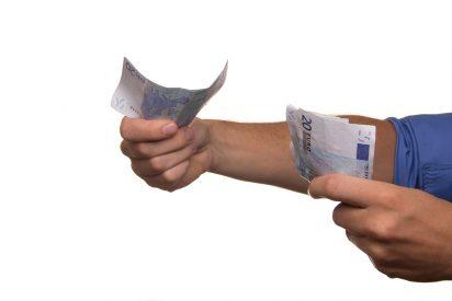 España: el 64% de los funcionarios, a los que Sánchez acaba de subir sueldo, cobra 2.221 euros de media