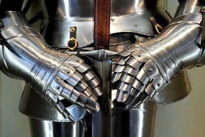 Un tipo vestido de guerrero medieval mata a dos personas y hiere a cinco con una espada