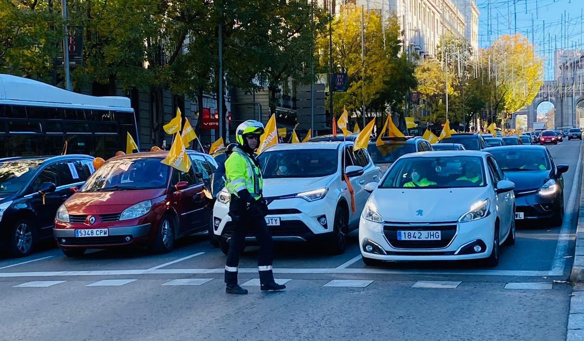 Miles de coches colapsan las principales ciudades españolas en protesta contra la Ley Celaá