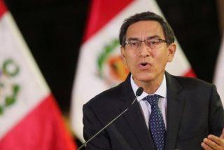 """El Congreso de Perú 'destituye' al presidente Martín Vizcarra por """"incapacidad moral"""""""