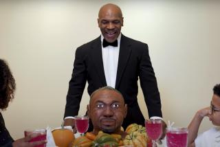"""Mike Tyson devora 'la oreja' de Roy Jones Jr: """"Sabe mucho mejor que la de Evander"""""""