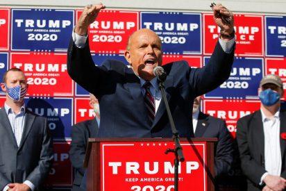 La reacción de Giuliani, abogado de Trump, al enterarse de que los medios de comunicación dan la victoria a Biden
