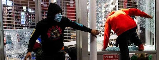 Tensión en Florida por un borrador de ley: cualquier ciudadano podrá disparar a saqueadores y alborotadores
