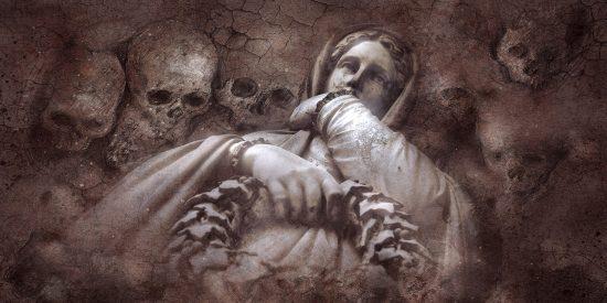 Muere el viudo al caer de cabeza en la tumba mientras asistía al funeral de su esposa