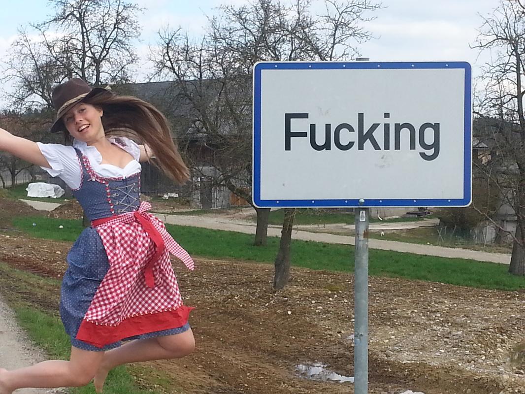 'Fucking': el pueblo que cambia de nombre harto de que los turistas practiquen sexo en sus calles