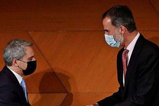 Felipe VI provoca la rabia de las hordas de Podemos al 'coronar' con un galardón a Vicente Vallés