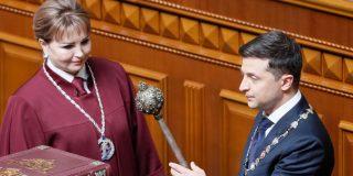 Hospitalizan al presidente de Ucrania días después de su 'positivo' en COVID-19
