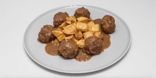 Albóndigas en salsa de almendras: receta casera y muy fácil
