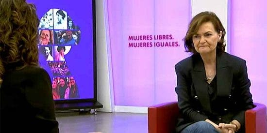 Carmen Calvo crea un 'Ministerio de la Verdad' para perseguir a los medios críticos con el Gobierno