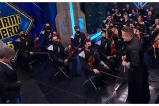 La incoherencia de Pablo Motos es digna de estudio: 30 músicos en el plató sin medidas de seguridad