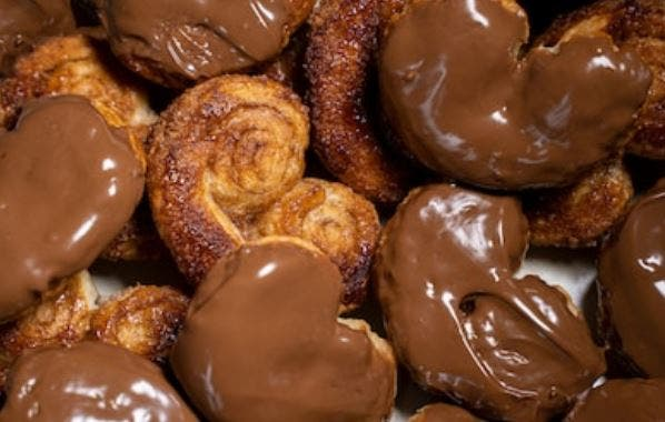 Palmeritas de hojaldre caseras de chocolate