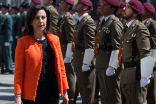 """El Ejército contra la ministra Robles por ocultar sus retribuciones: """"Elude su obligación legal"""""""