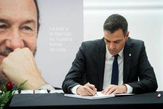 """Sánchez presume de la medalla que Policía y Guardia Civil dan a Rubalcaba y la reacción es esta: """"¡Hipócrita!"""""""