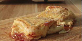 Tostada coreana: ¡con huevo, mermelada de fresa y queso fundido!
