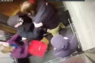 La brutal paliza que un anciano da a un joven por toserle en la cara dentro de un ascensor