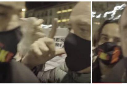 """Los amigos filoetarras de Sánchez e Iglesias hostigan a Cake Minuesa: """"¡Fuera fascista o te doy una hostia!"""""""