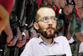 El podemita Echenique exige 'purgar' a los soldados que entonaron una canción de la División Azul