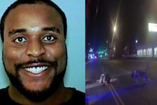 Un impactante vídeo muestra a cuatro policías disparando contra un famoso exjugador de la NFL