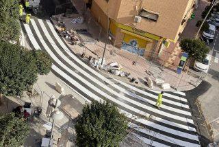 Este 'peculiar' paso de cebra en Alicante desata una competencia de 'gilipolleces' entre internautas de todo el mundo