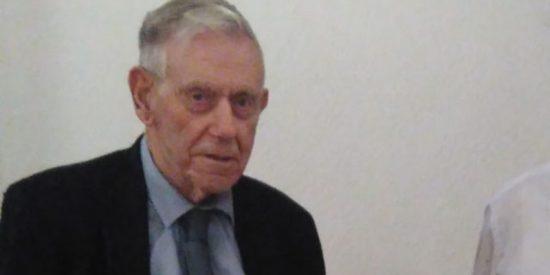 Muere soltero Mick Burke, el tipo que llevaba 73 años seguidos yendo al mismo festival para buscar pareja