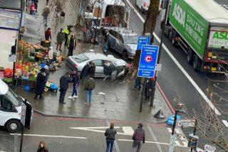 Un coche atropella a peatones en Londres y enciende las alarmas antiterroristas