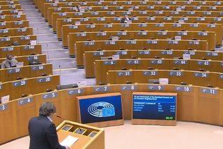 Ridículo histórico de Puigdemont: el Parlamento Europeo se marcha y le deja solo hablando del 'procés'