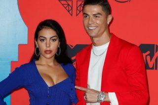 La bella Georgina nos felicita la Navidad con un posado en lencería que deja frito a Cristiano Ronaldo