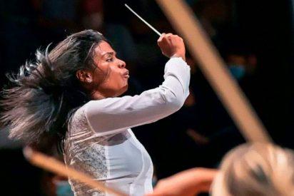 La conmovedora historia de la venezolana que pasó de vender fruta en Venezuela a liderar una orquesta de París